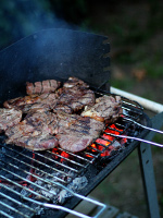 charcoal_grill_open_flame_cooking_steak.jpg