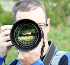 Photographer_focus_large_lens_camera