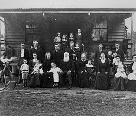 320px-StateLibQld_1_84880_Extended_family_outside_the_Jenkinson_home,_Woodford,_Queensland,_ca._1906